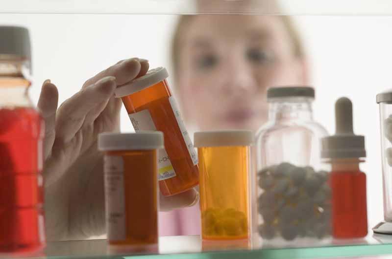 Bảo quản thuốc ở nhiệt độ phòng, tránh ẩm, ánh sáng
