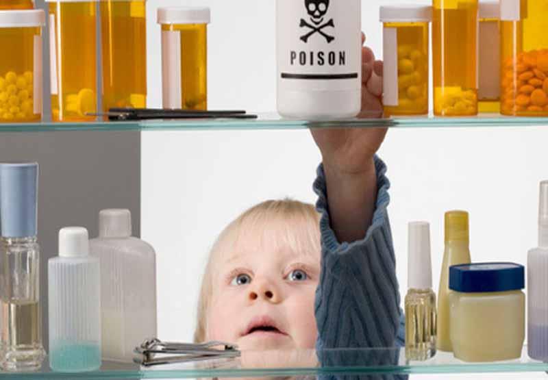 Bảo quản thuốc tránh xa tầm với của trẻ nhỏ