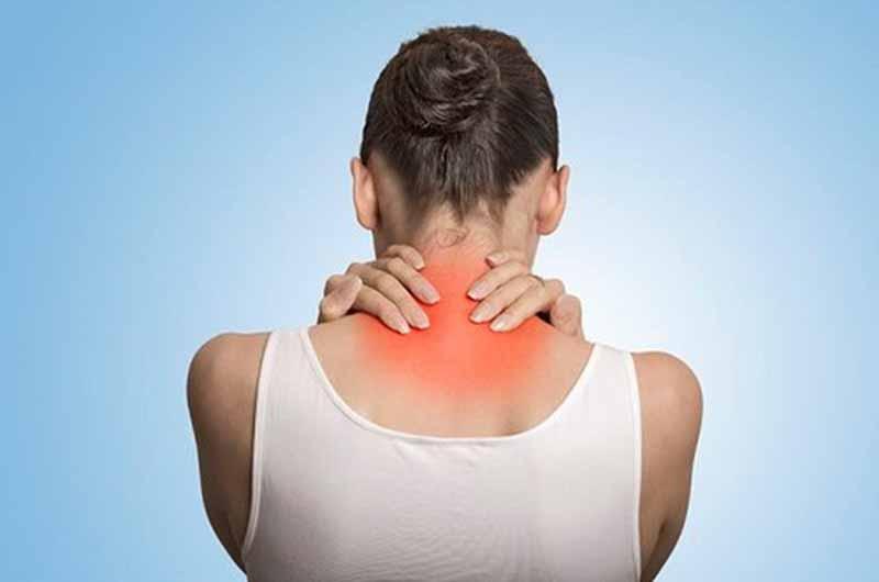 Đau vai gáy khiến người bệnh phải chịu đựng những cơn đau
