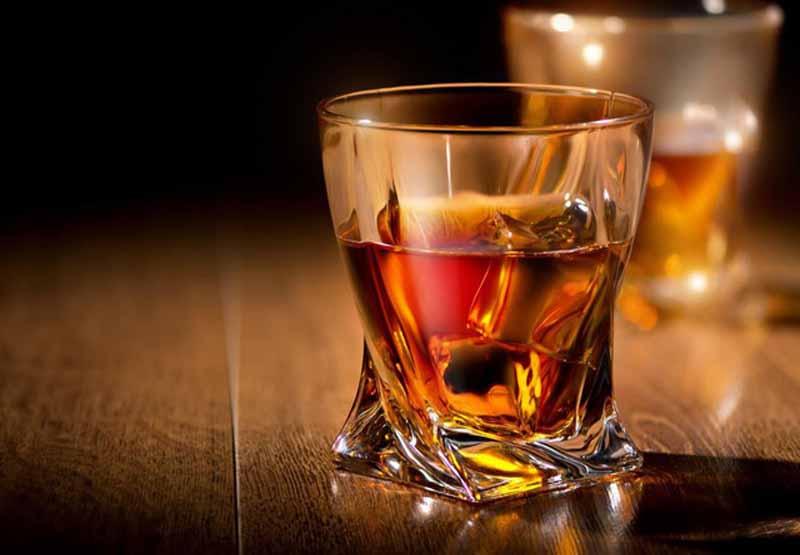 Dùng rượu khi uống thuốc có thể tăng độc tính cho gan