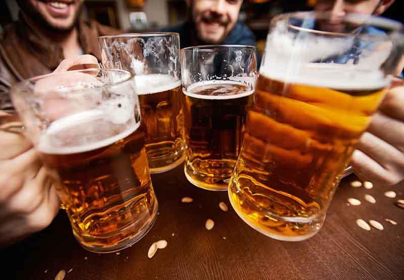Tham khảo ý kiến bác sĩ khi dùng chung thuốc với rượu bia