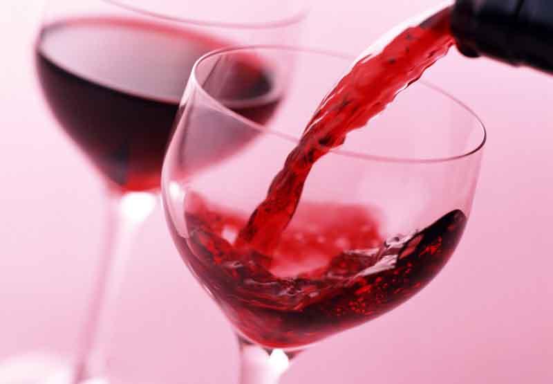 Tránh uống rượu khi dùng thuốc bởi sẽ ảnh hưởng đến gan