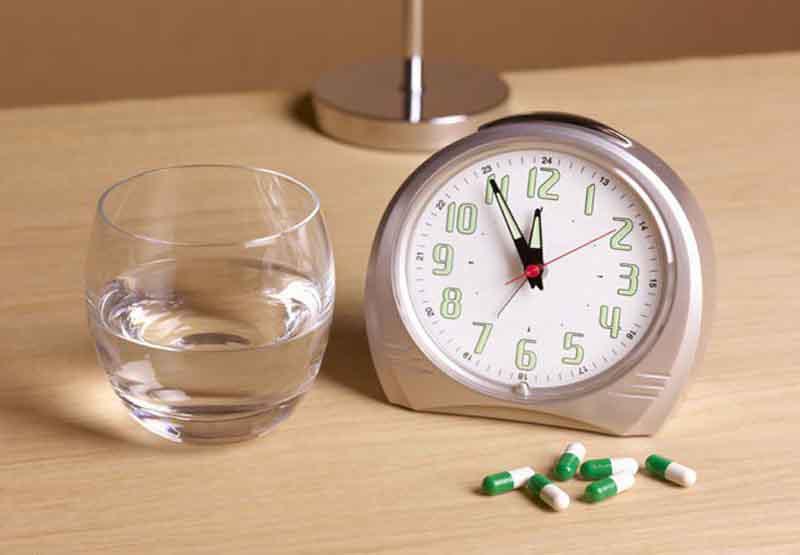 Uống thuốc cách đều nhau và cùng thời điểm trong ngày