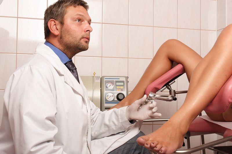 Bác sĩ sẽ tiến hành khám chi tiết vùng chậu để xác định bệnh
