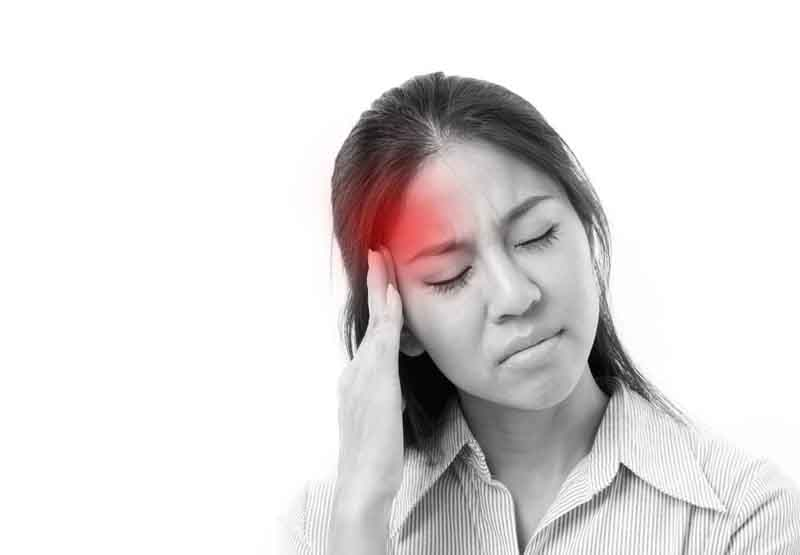 Đau đầu là một tác dụng phụ thường gặp khi dùng thuốc
