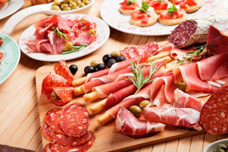 Để nhanh chóng thụ thai, mọi người nên hạn chế ăn các loại thịt chế biến sẵn
