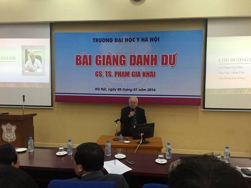 GS.TS, Bác sĩ Phạm Gia Khải giảng dạy tại Đại học Y Hà Nội