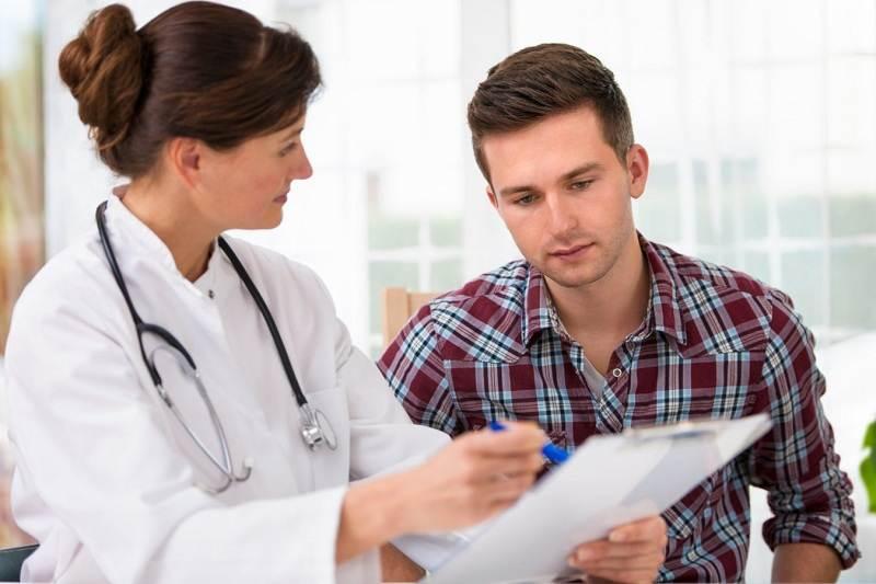 Khám bệnh định kỳ giúp nam giới theo dõi kỹ tình trạng sức khỏe của mình