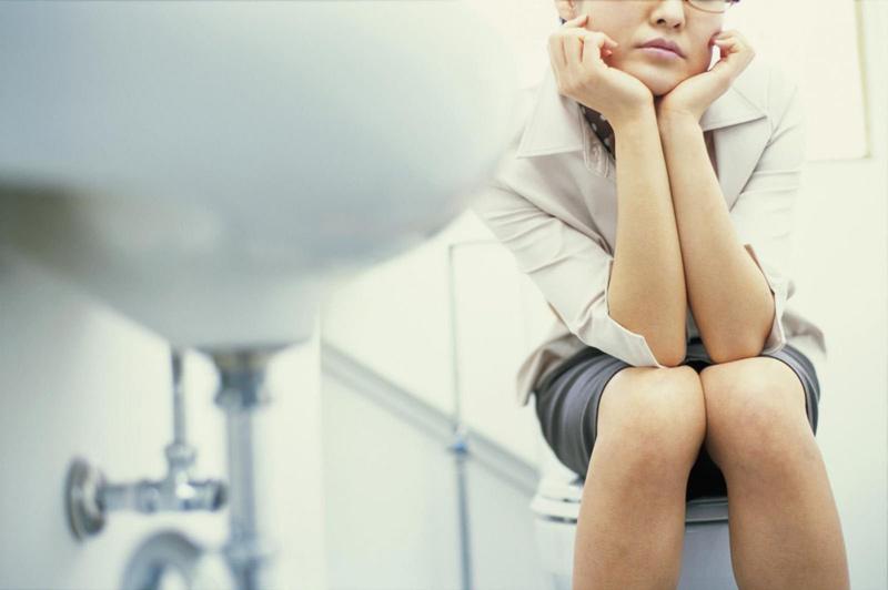 Một trong những dấu hiệu có thai sau 1 tuần là số lần đi vệ sinh nhiều hơn bình thường