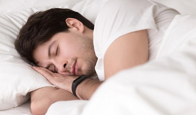 Ngủ đủ giấc giúp tăng hàm lượng testosterone trong cơ thể nam giới