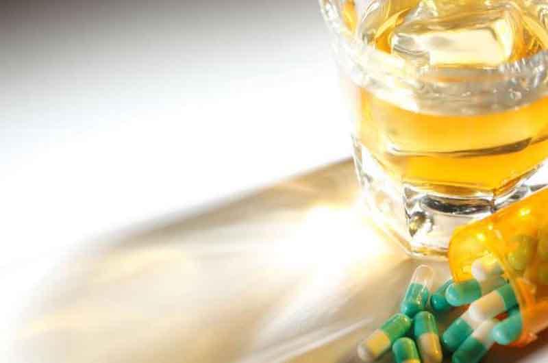 Tham khảo ý kiến bác sĩ về việc dùng thuốc chung với rượu bia