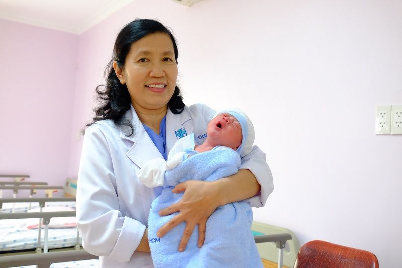 Bác sĩ Lê Thị Kiều Dung, người mẹ đỡ đầu của hơn 60000 trẻ em