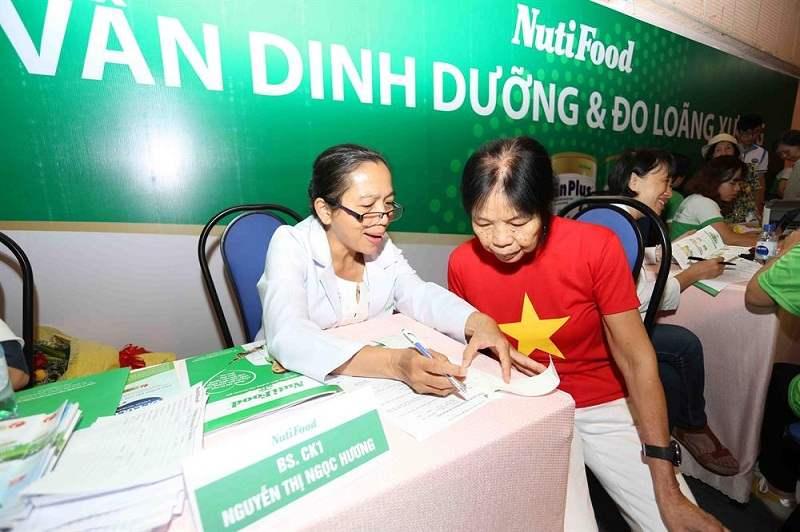 Bác sĩ Nguyễn Thị Ngọc Hương cùng NutiFood tư vấn dinh dưỡng