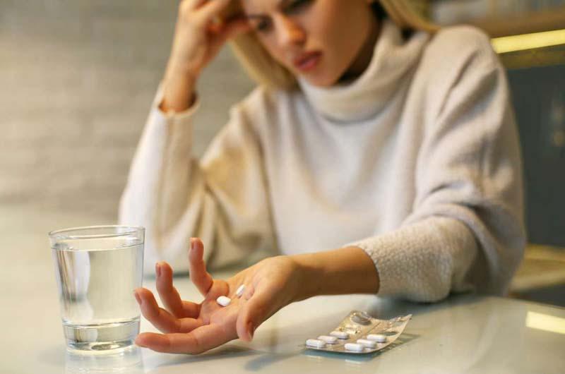 Người bệnh không nên dùng thuốc khi chưa có sự cho phép của bác sĩ
