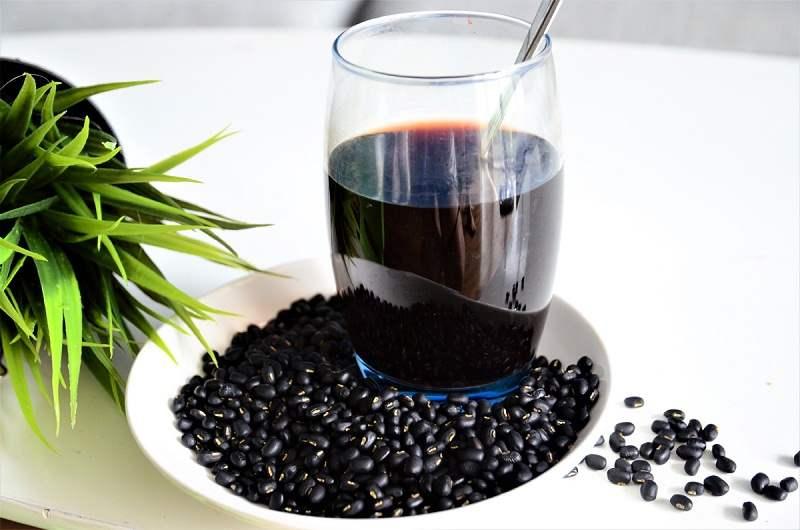 Đậu đen rang nấu nước uống rất tốt nhưng lạm dụng sẽ gây hại cho sức khỏe