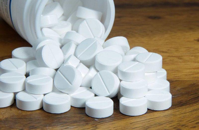 Dùng thuốc là cách điều trị đau thần kinh tọa bằng Tây y phổ biến hiện nay