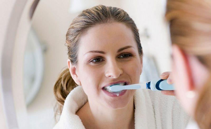 Giữ vệ sinh răng miệng sạch sẽ để hạn chế nhiễm nấm Candida