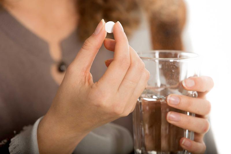 Khi mang thai, mẹ cố gắng không tự ý mua thuốc về sử dụng