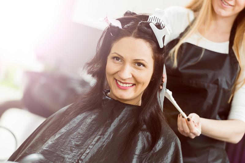 Khi mang thai, mẹ không nên đi nhuộm tóc