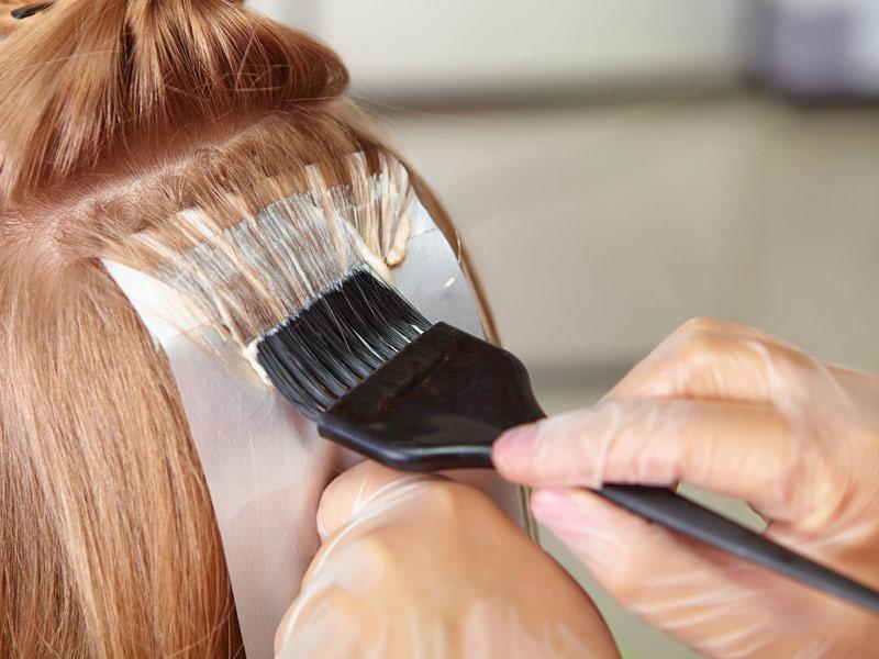 Khi mang thai, mẹ không nên nhuộm tóc
