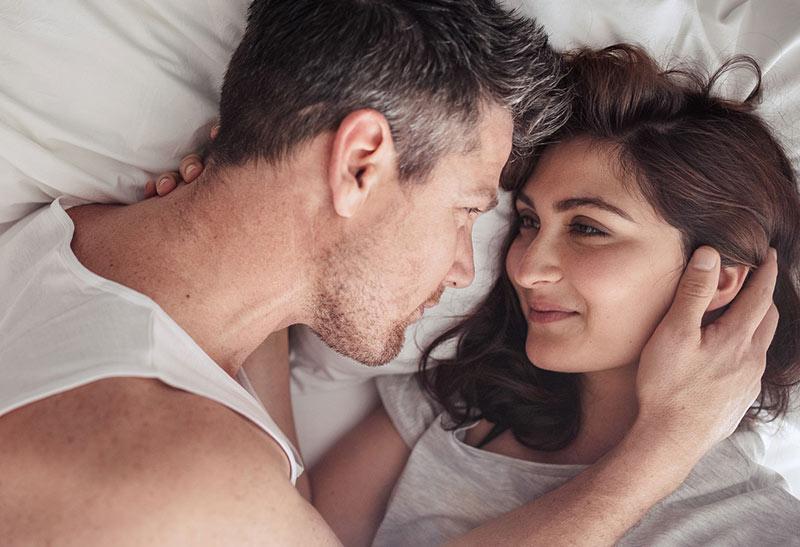 Khi quan hệ, chồng đừng tạo ra bất cứ tác động mạnh nào đến vùng bụng của vợ