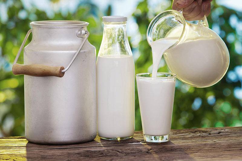 Mang thai 3 tháng đầu nên uống sữa gì? - Một cốc sữa bò mỗi ngày sẽ là lựa chọn tuyệt vời cho mẹ