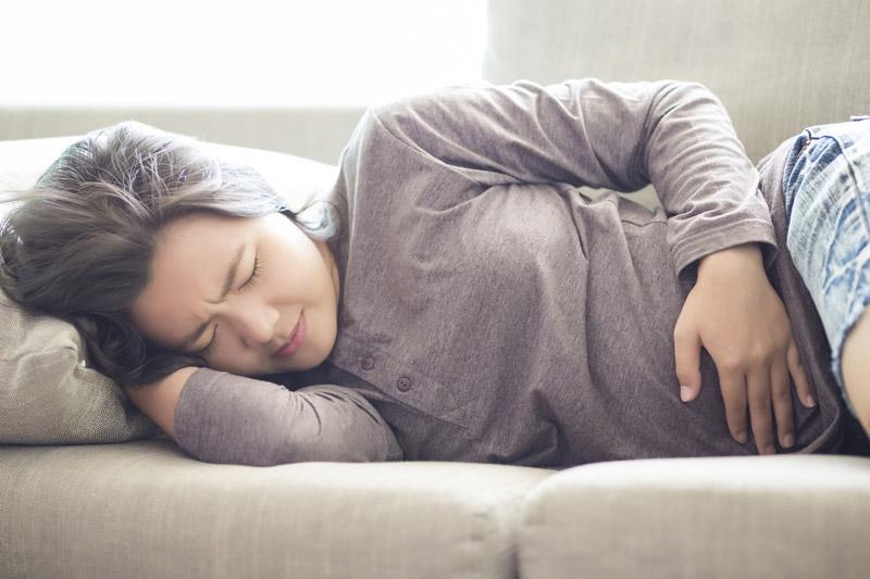Mang thai 6 tuần bị ra máu kèm theo đau bụng dữ dội là dấu hiệu báo sảy thai
