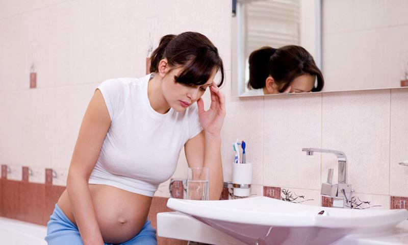 Mang thai tháng thứ 5, nếu mẹ vẫn bị nôn thì nên đi bệnh viện kiểm tra