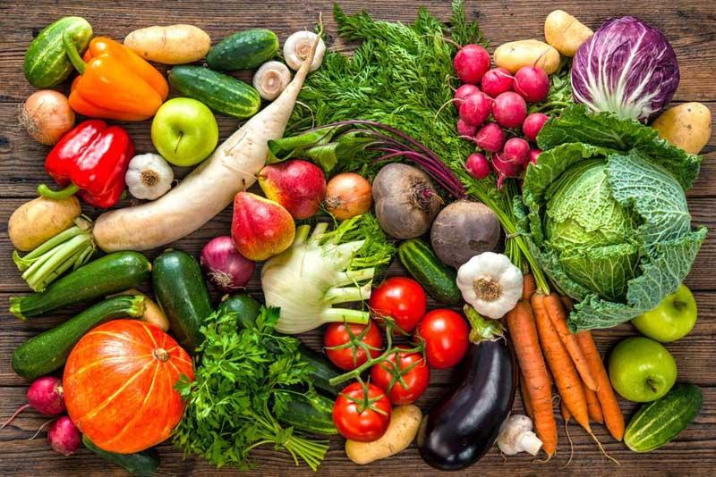 Mẹ nên tích cực ăn rau củ để hạn chế tình trạng táo bón