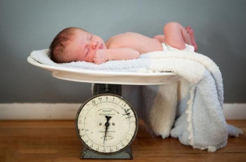 Một rủi ro của phương pháp IVF là sinh con nhẹ cân