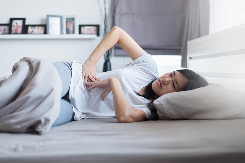 Một vài tuần đầu của thai kì, mẹ sẽ thấy bụng đau lâm râm