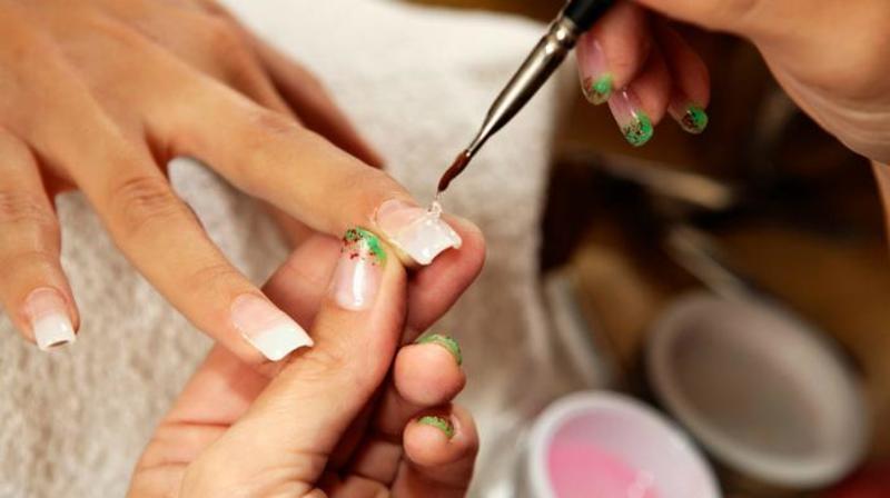 Người làm nghề sơn móng có khả năng bị mụn cóc rất cao