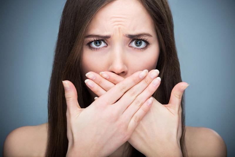 Nhạy cảm với mùi là một trong những dấu hiệu mang thai 2 tuần