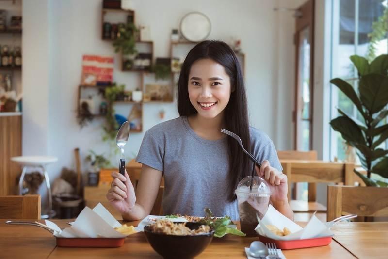Nữ giới nên có cho mình một chế độ dinh dưỡng khoa học, hợp lý