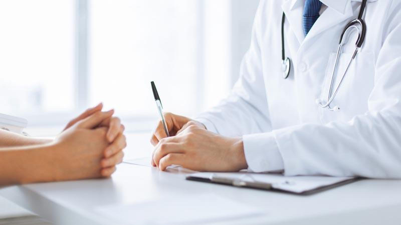 Thăm khám bác sĩ thường xuyên để điều trị bệnh sớm nhất
