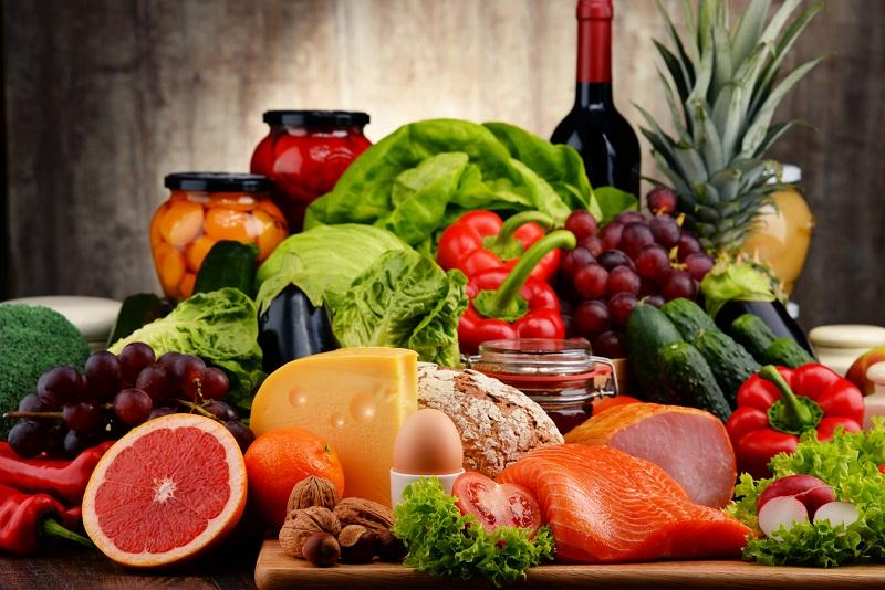 Thực phẩm liên quan mật thiết với bệnh gout, vây bệnh gút nên ăn uống gì