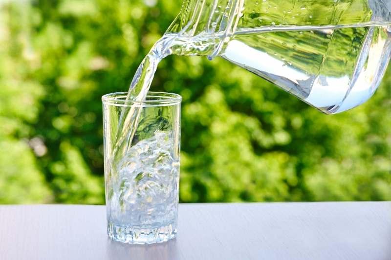 Uống đủ nước mỗi ngày giúp giảm nguy cơ gout tái phát