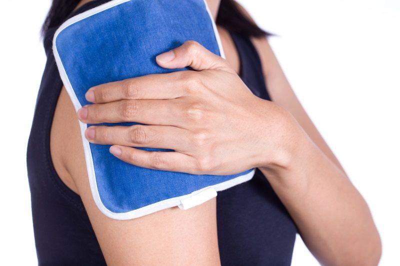 Áp lạnh và dưỡng ẩm da giúp giảm ngứa khi bị nổi mề đay mãn tính