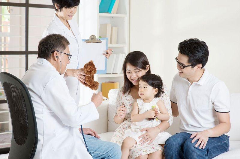 Bạn nên tham khảo cẩn thận ý kiến của bác sĩ trước khi dùng thuốc cho trẻ nhỏ