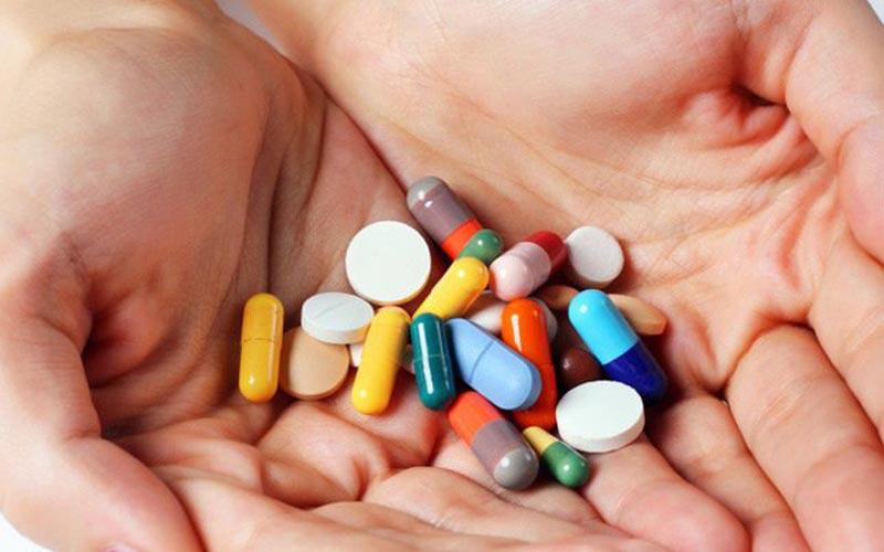 Cho bác sĩ biết về các loại thuốc mà hiện tại bạn đang dùng để tránh tương tác thuốc