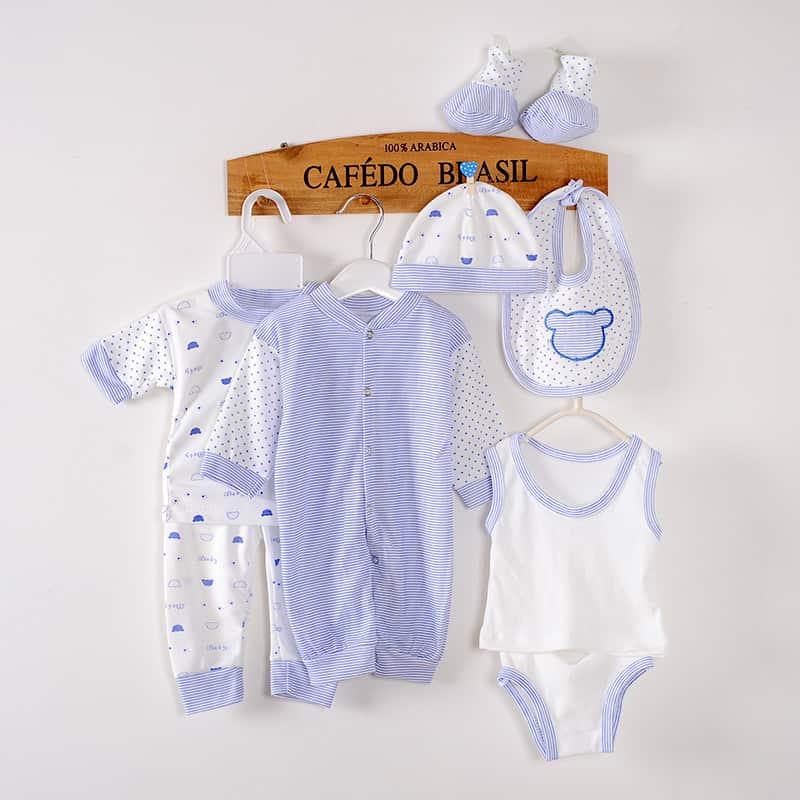 Chọn đồ sơ sinh mùa hè cho bé cũng cần đủ trang phục giữ ấm