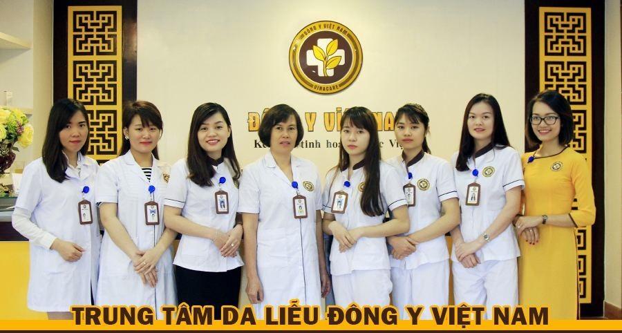 Một số bác sĩ, kỹ thuật viên Trung tâm Da liễu Đông y Việt Nam