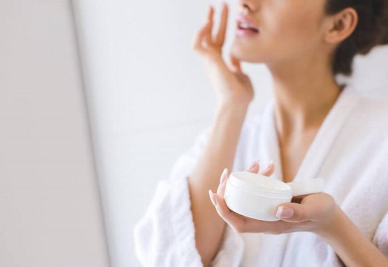 Dưỡng ẩm da sau khi tắm sẽ giúp da mềm và hồi phục tốt hơn