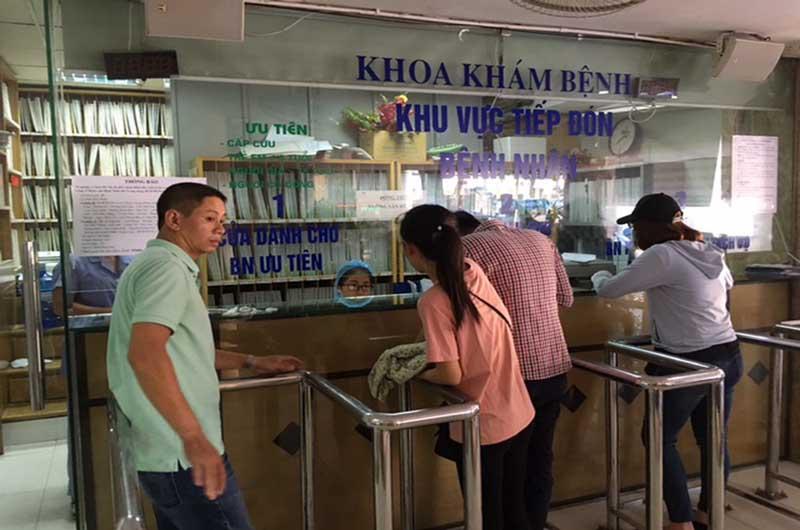 Khám bệnh tại Bệnh viện Nhiệt đới Trung ương