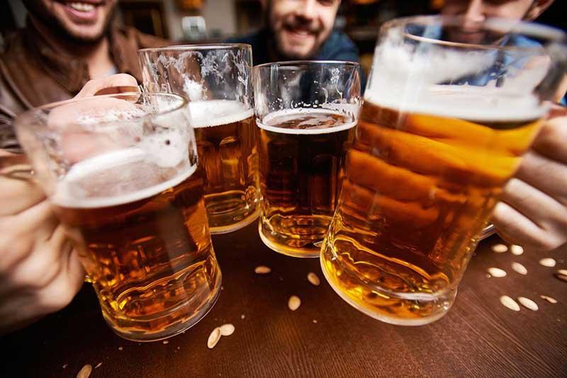 Không nên sử dụng rượu bia trong thời gian dùng thuốc Halobetasol