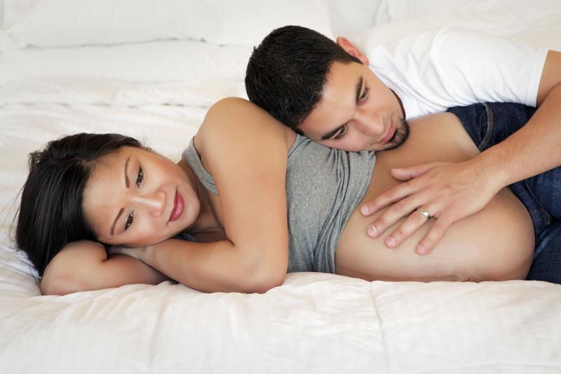Mang thai 8 tháng, mẹ vẫn quan hệ được nếu khỏe mạnh