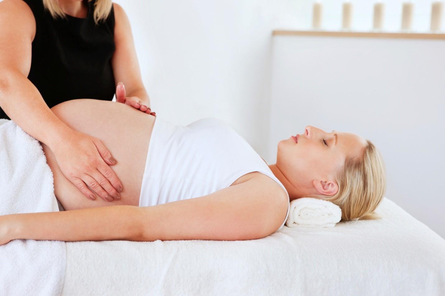 Massage cho bà bầu có thể giúp sinh dễ dàng