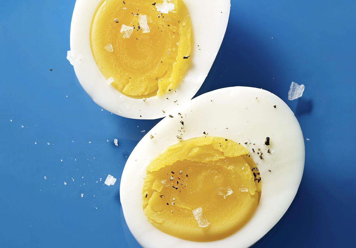 Mẹ chỉ nên ăn lòng đỏ trứng gà sau mổ đẻ