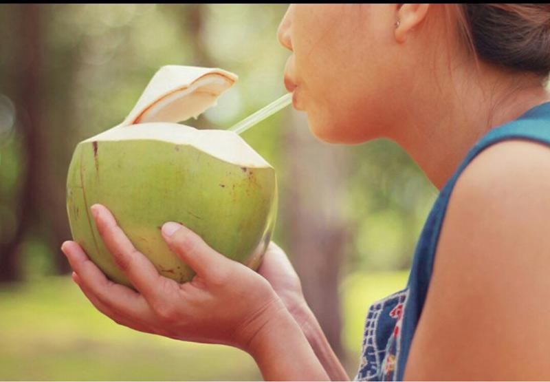 Một ly nước dừa thơm ngon sẽ mang đến cho mẹ vô vàn lợi ích