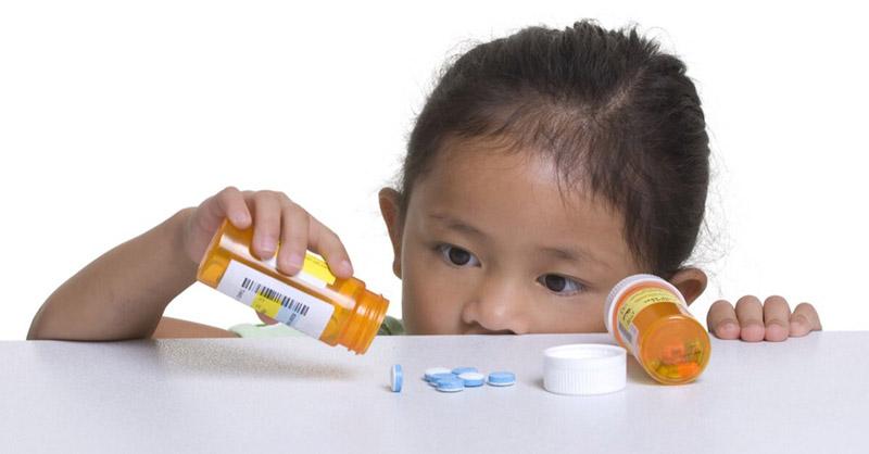 Nên để thuốc tránh xa tầm tay của trẻ nhỏNên để thuốc tránh xa tầm tay của trẻ nhỏ